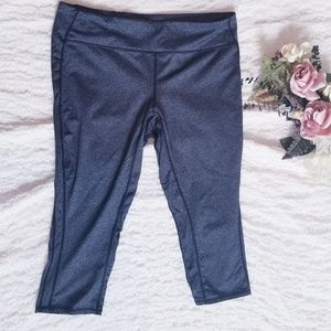 GAP Fit Cropped Leggings in Charcoal Size Large